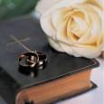 """Scelta la chiesa, è il momento di frequentare il corso prematrimoniale, il quale ha lo scopo di """"sondare"""" la maturità dei due futuri sposi. Il corso si tiene presso gli..."""