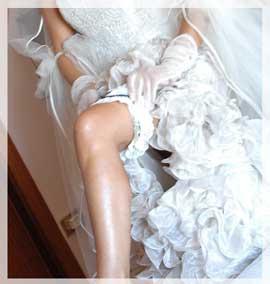 Non si vede, si nasconde sotto i veli e il tulle, ma è preziosa e ricercata, la lingerie per il matrimonio aiuta a modellare la figura della sposa, esaltando i...